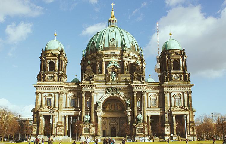 베를린 장벽을 비롯한 대성당, 붉은 시청사 관광명소 둘러보기